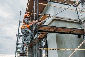 Why does heavy-duty scaffolding frames have a high weight capacity?